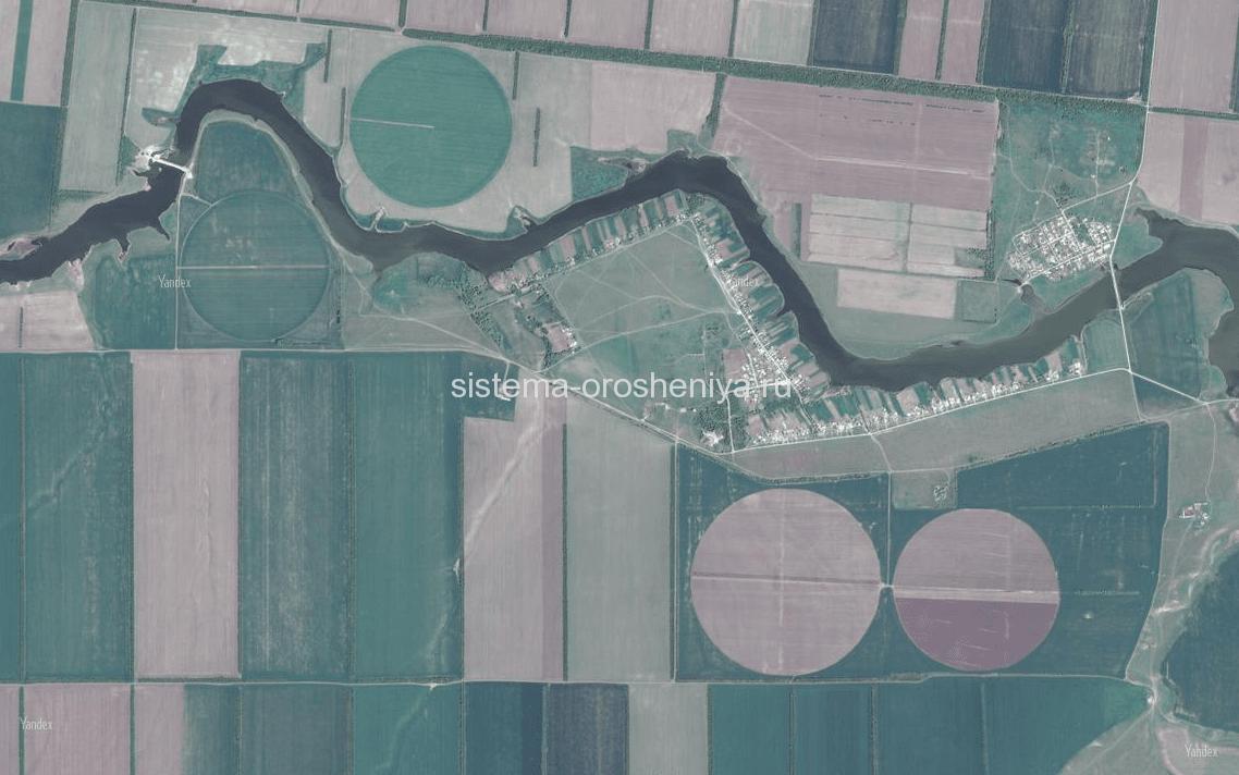 Дождевальные машины кругового действия на полях в Ростовской области